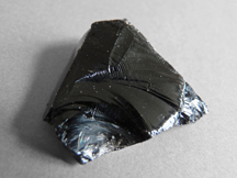 Obsidian_blackLipari-Obsidienne_(5)-Wiki-creative-commons-license-share-alike-JiElle_72