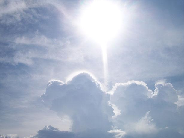 sol-y-nubes-25761282443000tnLM-public-domain
