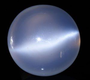 crystal-gemstone-moonstone-wikipedia-gnu-free-creative-commons-didier-decumens-pierrelune